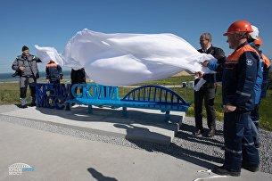 Открытие скамьи с видом на строящийся Крымский мост со стороны Тамани