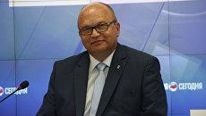 Глава администрации Симферополя Геннадий Бахарев