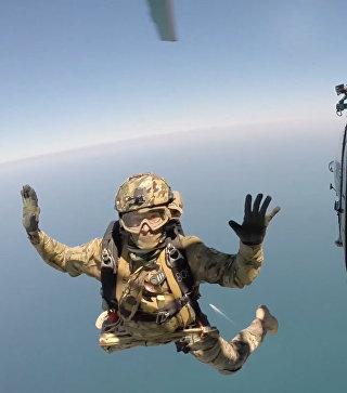 Десант парашютистов на газодобывающую платформу Крым-2