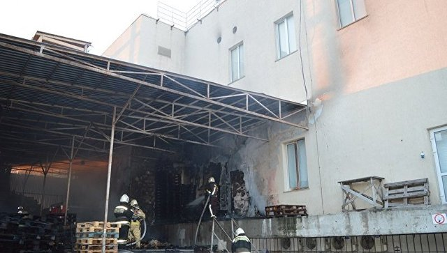 ВСевастополе рано утром зажегся торговый центр