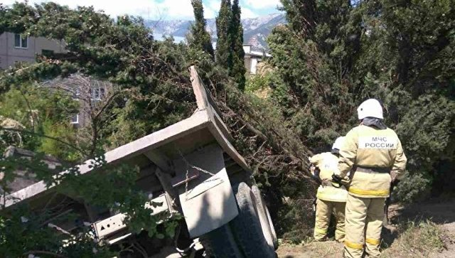 ВКрыму фургон наехал надетскую площадку: погибли мать иребенок