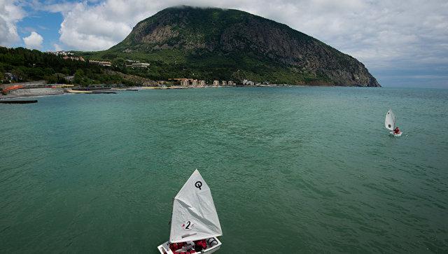 Соревнования юных моряков в Артеке