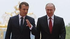 Президент России Владимир Путин и президент Франции Эммануэль Макрон во время встречи в Париже. 29 мая 2017 года