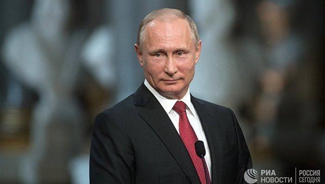 Владимир Путин во время совместной пресс-конференции по итогам российско-французских переговоров в Вельском дворце. Архивное фото