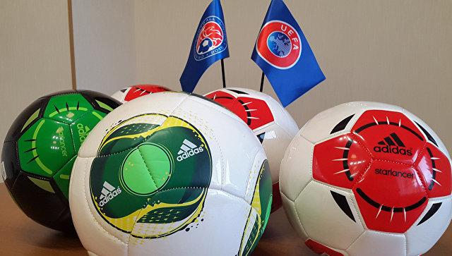 УЕФА проинформировала вКрым 760 мячей для детей