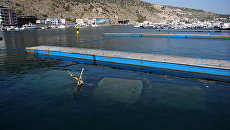 Затонувшее судно в Балаклавской бухте