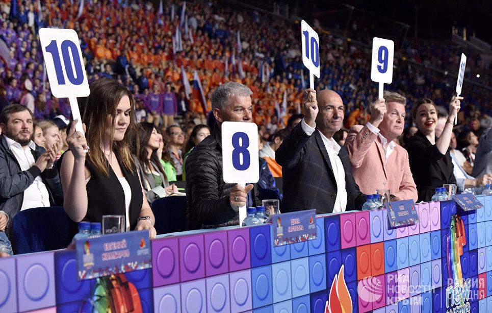 Жюри международного конкурса молодых исполнителей популярной музыки Детская Новая волна в МДЦ Артек