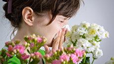 Женщина с аллергией на пыльцу
