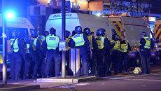 Полиция на месте происшествия на Лондонском мосту. 3 июня 2017 года