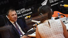 Министр экономического развития Республики Крым Андрей Мельников в студии радио Sputnik в Экспофоруме на Санкт-Петербургском международном экономическом форуме 2017