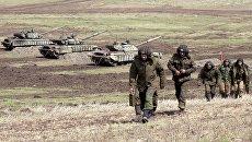 Бойцы Народной милиции Луганской народной республикиво время тактических учений в Луганской области