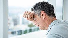 Мужчина, переживающий стресс