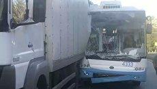 Троллейбус столкнулся с грузовиком в Симферополе