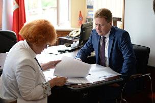 Врио главы Севастополя Дмитрий Овсянников подал документы в городскую избирательную комиссию на регистрацию кандидатом в губернаторы
