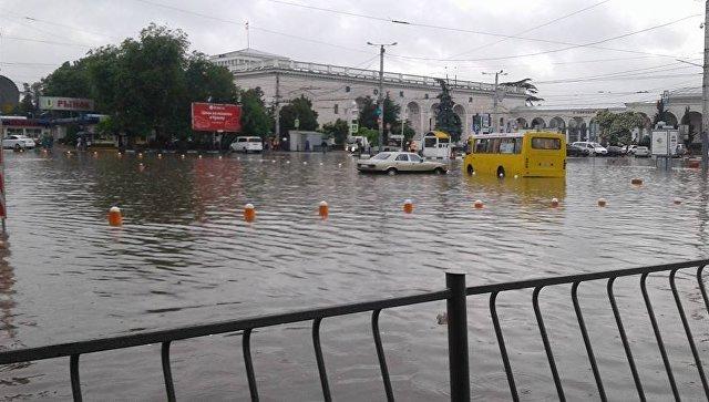 Симферополь ушел под воду из-за сильного ливня