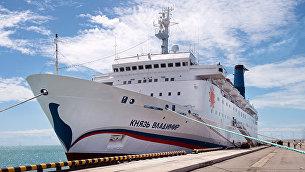 Круизный лайнер Князь Владимир в порту города Сочи. Архивное фото