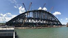 Строители завершили сборку железнодорожной арки Крымского моста