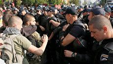 Киевская полиция блокирует протестующих против марша равенства ЛГБТ-сообщества. 18 июня 2017