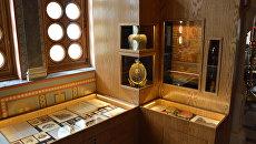 Экспонаты выставки древлехранилища памяти семьи российского императора Николая II, которая открылась Крестовоздвиженской дворцовой церкви в Ливадии