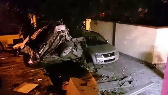 На проспекте Победы в Симферополе авто выехало за пределы дороги и врезалось в бетонное ограждение