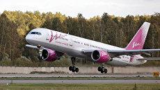 Боинг-757 авиакомпании ВИМ-авиа на взлете в аэропорту. Архивное фото