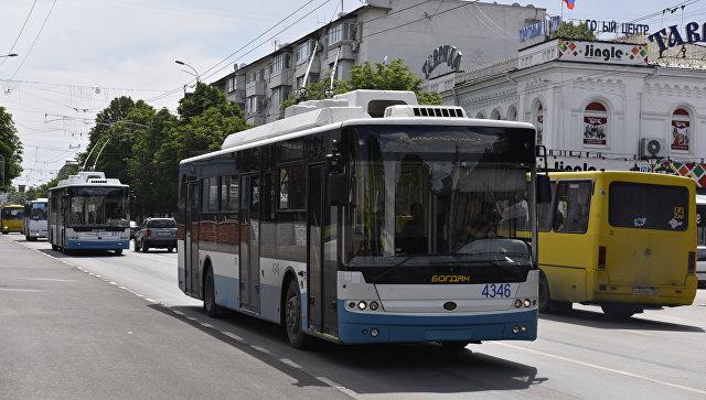 Транспорт в центре Симферополя. Архивное фото