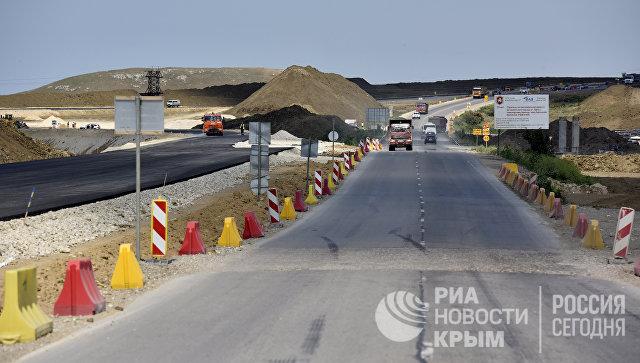 Наподходах кКерченскому мосту заасфальтировали первые километры дороги