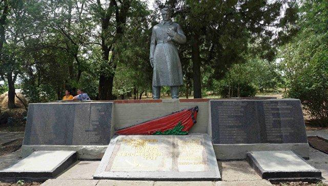 Братская могила воинов-освободителей в Джанкойском районе, которую обустроили активисты ОНФ