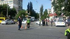 Место взрыва автомобиля Mercedes в Киеве. 27 июня 2017 года