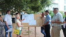 Активисты ОНФ помогли жильцам дома в Судаке добиться внесения изменений в проект благоустройства придомовой территории