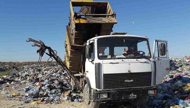 Несанкционированный сброс мусора на закрытом полигоне ТКО под Евпаторией