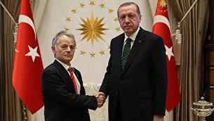 Президент Турции Тайип Эрдоган и лидер запрещенной в России организации Меджлис крымско-татарского народа Мустафа Джемилев. 4 июля 2017