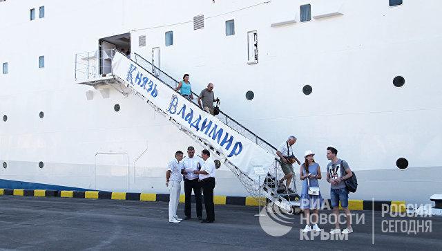 Встреча круизного лайнера Князь Владимир в Севастополе