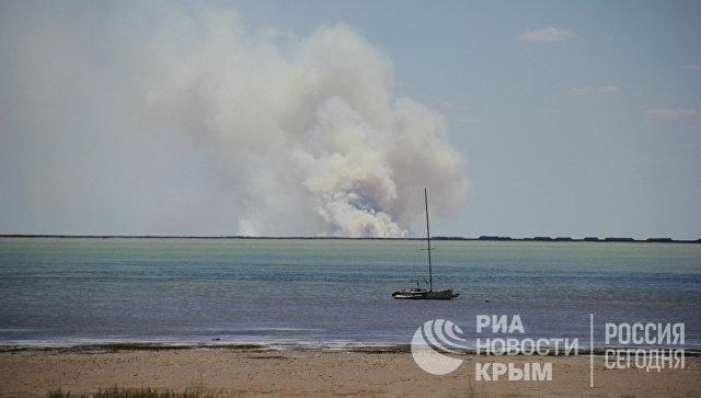 Залив Сиваш, отделяющий Крым от материковой России