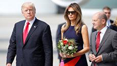 Президент США Дональд Трамп и первая леди Меланья Трамп в аэропорту Гамбурга. 6 июля 2017 года