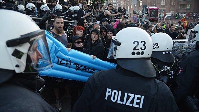 Во время акции протеста в преддверии саммита G20 в Гамбурге