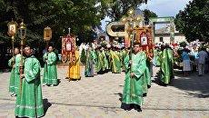 Крестный ход в День семьи, любви и верности, который прошел в Детском парке Симферополя