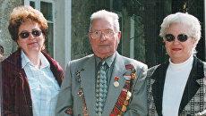 Супруги Енчель с дочерью Светланой