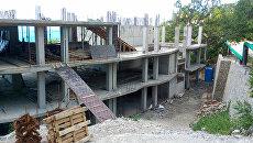 Незаконная стройка гостиницы. Архивное фото