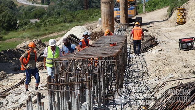 Ремонтные работы по восстановлению разрушенного оползнем участка трассы Севастополь-Симферополь