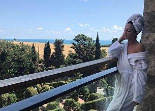 Телеведущая и певица Ольга Бузова приехала на гастроли в Крым