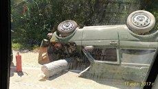 Автомобиль перевернулся в тройном ДТП на Керченской трассе
