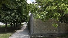 Забор вокруг стройки на улице Гурзуфская в Симферополе