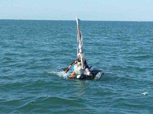 Нарушитель погранрежима на самодельном плавательном средстве в Керченском проливе