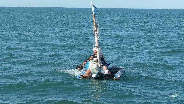 Гражданин Саратова попытался переплыть Керченский пролив наплоту изпластиковых бутылок