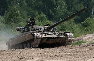 Танк Т-64 во время военных учений на Яворовском полигоне во Львовской области