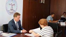 Врио губернатора Севастополя Дмитрий Овсянников представил в Севастопольскую городскую избирательную комиссию документы для регистрации кандидатом на выборах губернатора города