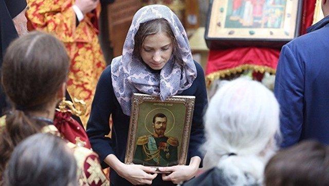 Наталья Поклонская во время крестного хода в Екатеринбурге 17 июля 2017