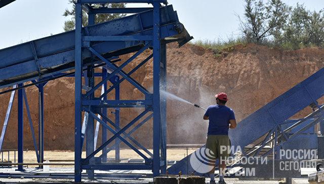 На полигоне твердых коммунальных отходов в селе Тургенево Белогорского района монтируют мусоросортировочный завод