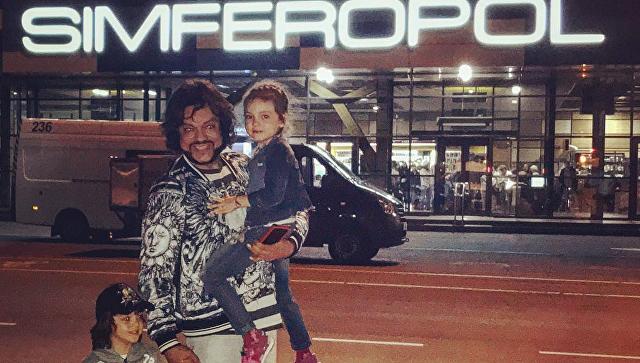 Филипп Киркоров с детьми прилетел в Крым